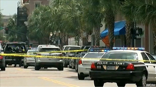 Hostages taken at Downtown Charleston restaurant, 1 person shot
